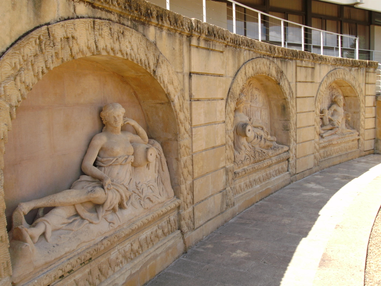 fontaines-jardin-du-palais-abbatial